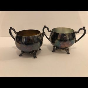 Vtg Oneida silver plate creamer and sugar footed